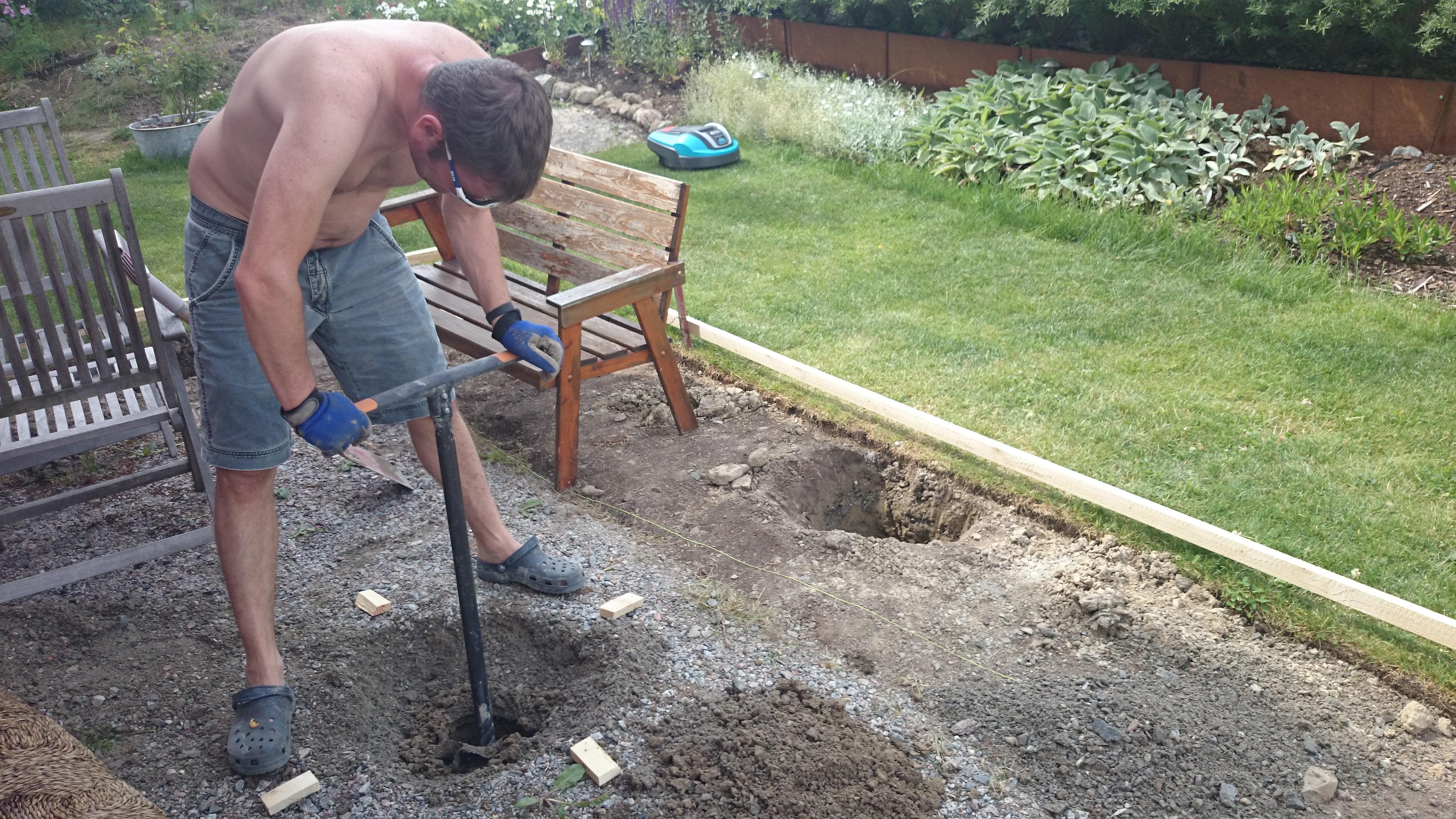 Gräva plintar till altan